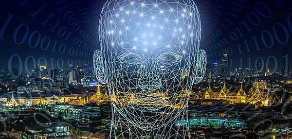 голова человека на фоне города